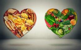 Concepto bien escogido del dilema de la dieta y de la salud del corazón imagen de archivo libre de regalías