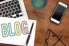Concepto Blogging, blog en línea foto de archivo
