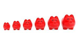 Concepto cada vez mayor de la inversión. Huchas rojas en fila Fotografía de archivo libre de regalías