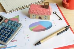 Concepto casero de las finanzas, casa residencial fotografía de archivo libre de regalías
