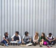 Concepto casual del estilo de la juventud de la cultura de la forma de vida de los adolescentes Imagenes de archivo
