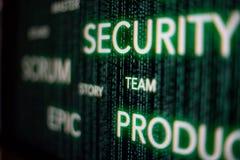 Concepto cibernético de la seguridad del melé ágil en la pantalla del desarrollador imagenes de archivo