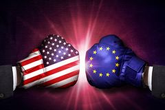 Concepto comercial del conflicto entre la unión europea y los E.E.U.U. fotos de archivo