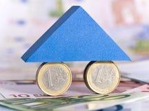 Concepto con los billetes de banco euro y las monedas euro Fotos de archivo libres de regalías