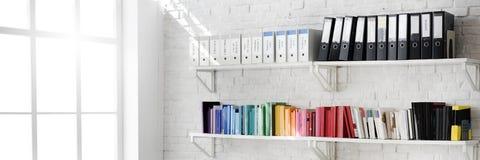 Concepto contemporáneo de los materiales de oficina del lugar de trabajo del sitio Foto de archivo