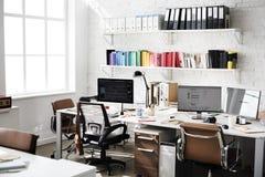 Concepto contemporáneo de los materiales de oficina del lugar de trabajo del sitio imagen de archivo