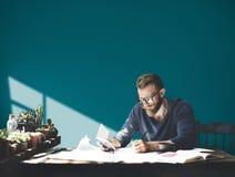 Concepto corporativo de Studio Leisure Contemplation del hombre de negocios foto de archivo libre de regalías