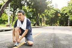 Concepto corriente de la actividad del deporte del ejercicio del adulto que activa mayor Fotografía de archivo