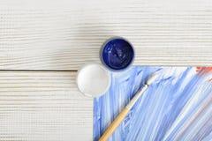 Concepto creativo con dos tarros del pigmento Imagen de archivo libre de regalías