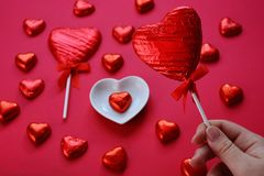 Concepto creativo del amor, corazones de la piruleta imágenes de archivo libres de regalías