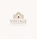 Concepto creativo del emblema del vector del condominio exclusivo del vintage stock de ilustración
