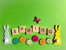 Concepto creativo: la primavera de la palabra en letras de madera del alfabeto 3d foto de archivo libre de regalías