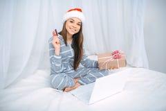Concepto creativo para las compras en línea Imagen de archivo libre de regalías