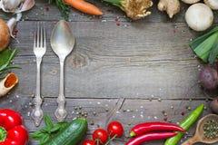 Concepto culinario del marco de la comida del menú en fondo de madera del vintage Fotografía de archivo libre de regalías