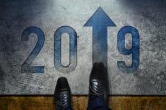Concepto de 2019 años La opinión superior el varón con Oxford formal calza sta imagenes de archivo