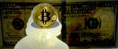 Concepto de Bitcoin Nueva moneda del mundo Moneda de oro de Bitcoin y del si imagen de archivo libre de regalías
