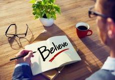 Concepto de Brainstorming About Believe del hombre de negocios fotos de archivo
