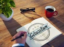 Concepto de Brainstorming About Education del hombre de negocios Imagen de archivo
