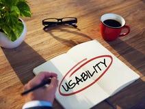 Concepto de Brainstorming About Usability del hombre de negocios Foto de archivo