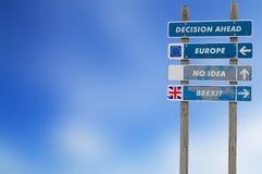 Concepto de Brexit con el poste indicador para la decisión fotografía de archivo libre de regalías
