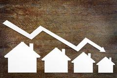 Concepto de caída de las ventas de las propiedades inmobiliarias foto de archivo libre de regalías