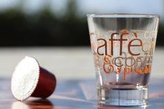 Concepto de caf? del caf? express Taza de caf? y c?psula, vaina fotos de archivo libres de regalías