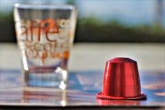 Concepto de caf? del caf? express Taza de caf? y c?psula, vaina fotos de archivo