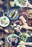 Concepto de cena al aire libre de la gente del alumerzo del almuerzo Imágenes de archivo libres de regalías