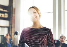 Concepto de Cheerful Smiling Beautiful Smart de la empresaria Fotografía de archivo