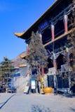 Concepto de ciudad de Xining en tulou beishan de la provincia de Qinghai, también conocido como el yamadera del norte Foto de archivo libre de regalías