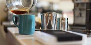 Concepto de colada del Latte de Barista Coffee Cafe Cup del delantal Fotos de archivo libres de regalías
