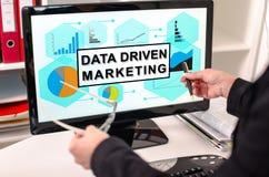 Concepto de comercialización conducido datos en un monitor de computadora fotos de archivo libres de regalías