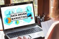 Concepto de comercialización conducido datos en una pantalla del ordenador portátil imagenes de archivo