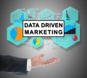 Concepto de comercialización conducido datos que eleva y mantiene flotando sobre una mano imágenes de archivo libres de regalías