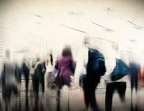 Concepto de conmutación casual de la ciudad de la hora punta de la gente que camina Fotos de archivo