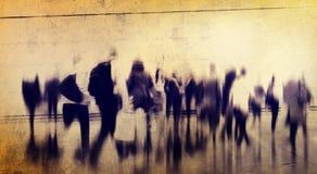 Concepto de conmutación casual de la ciudad de la hora punta de la gente que camina Foto de archivo libre de regalías