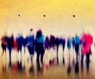 Concepto de conmutación casual de la ciudad de la hora punta de la gente que camina Imágenes de archivo libres de regalías