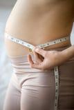 Concepto de control prenatal de peso Imágenes de archivo libres de regalías
