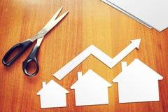 Concepto de crecimiento en ventas de las propiedades inmobiliarias imágenes de archivo libres de regalías