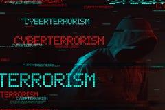 Concepto de Cyberterrorism con la persona masculina encapuchada anónima imagenes de archivo