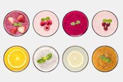 Concepto de diseño del sistema del zumo del smoothie de la fruta de la maqueta y de fruta Foto de archivo libre de regalías