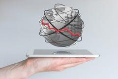 Concepto de disminución dentro de la computación móvil Ventas que encoge, e g para los teléfonos elegantes, las tabletas u otros  fotografía de archivo