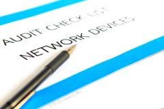 Concepto de dispositivos de la red de la lista de verificación de la auditoría Imagen de archivo libre de regalías