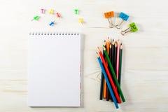 Concepto de educación, primer de septiembre o de nuevo a la escuela w Fotografía de archivo libre de regalías