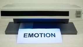 Concepto de emociones falsas, falta de sinceridad Pare el movimiento almacen de metraje de vídeo