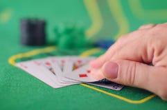 Concepto de engaño de la tarjeta de comprobación en juego de póker Imagen de archivo