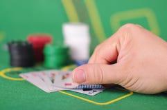 Concepto de engaño de la tarjeta de comprobación en juego de póker Fotografía de archivo libre de regalías