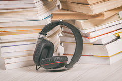 Concepto de escuchar los audiolibros Fotografía de archivo libre de regalías