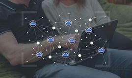 Concepto de establecimiento de una red de la nube Foto de archivo libre de regalías
