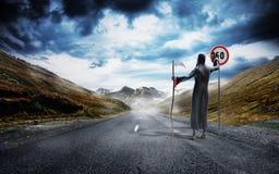 Concepto de exceso de muerte peligrosa de la velocidad que dibuja una figura en un SP fotografía de archivo